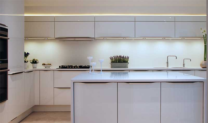 white gloss lacquer kitchen with island