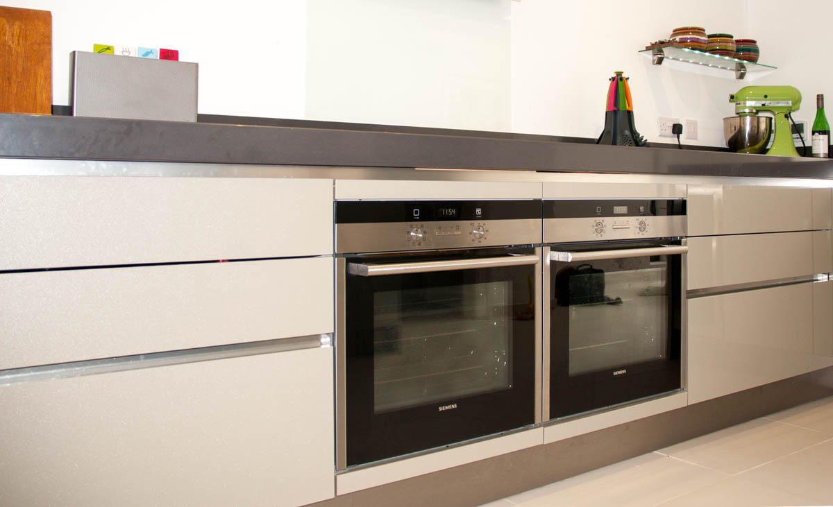 Cubanite metallic grey handleless kitchen with 80mm quartz worktops hove brighton Handleless kitchen drawers design