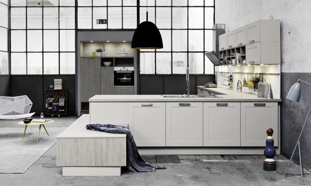 Contemporary white shaker kitchen style for Contemporary shaker style kitchen
