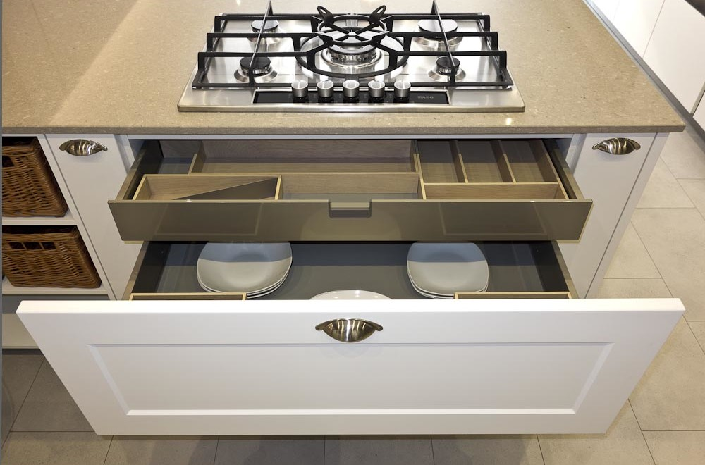 shaker kitchen with drawers and hb