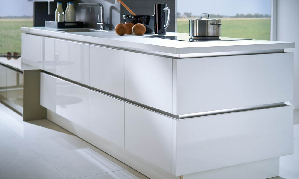 White sapphire kitchen style for Kitchen design uckfield