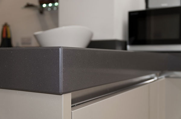 cubanite handleless kitchen worktop detail