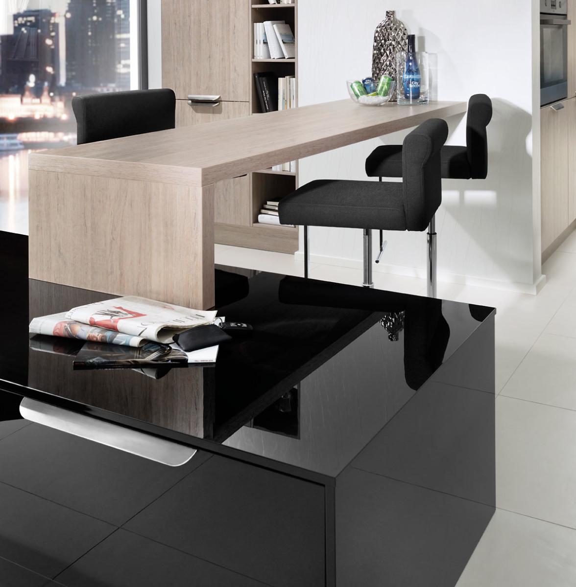 Black gloss kitchen worktop black rok kitchen design for Kitchen design uckfield