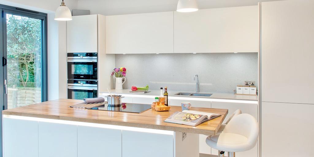 white kitchen grey quartz burwash 1024