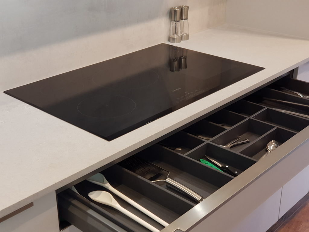 siemens hob with cutlery drawer
