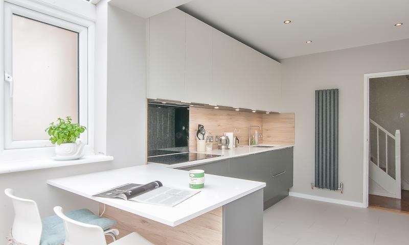 small-kitchen-peninsular-billingshurst