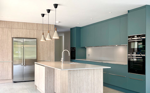 Aquamarine Satinised Lacquer Kitchen with Silk Grey Oak panelling