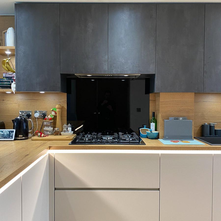 dark-grey-kitchen-oak-worktops-hob-area
