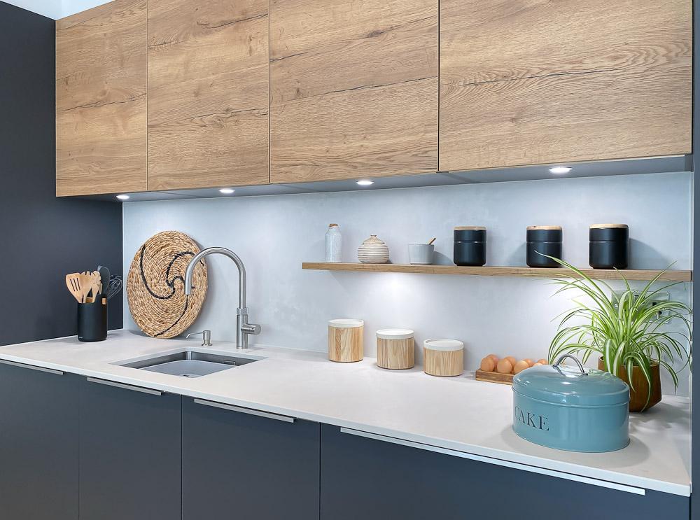 Black Rok kitchen Matt Graphite and Vintage Oak with Cloudburst Concrete